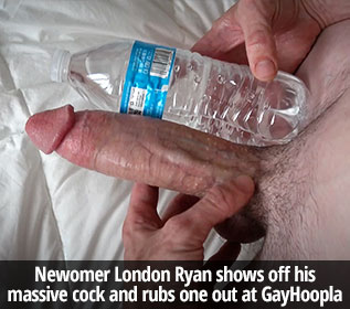 GayHoopla: Big-dicked London Ryan jerks off